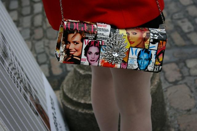 kabelky, časopisy, psaníčko