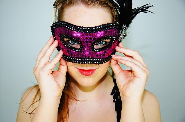 maska ke kostýmu