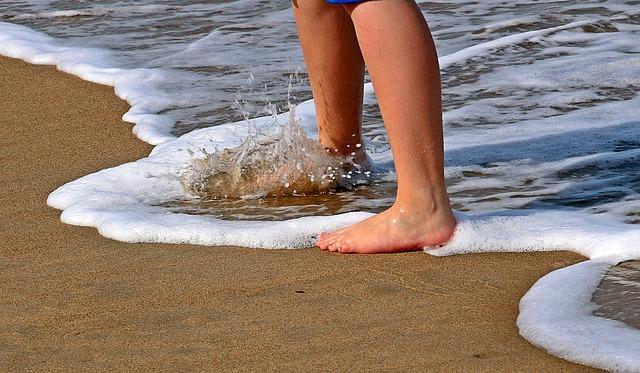nohy pod vlnou