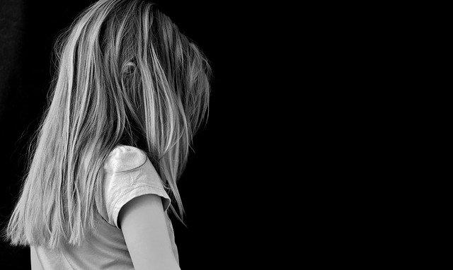 zármutek z nepřijetí od spolužáků